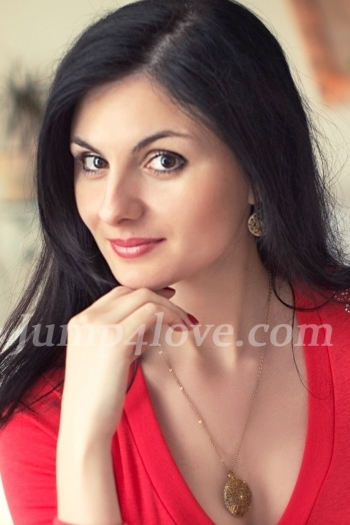 Ukrainian girl Julia,31 years old with brown eyes and dark brown hair. Julia
