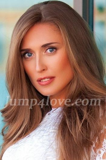 Ukrainian girl Evgeniya,32 years old with blue eyes and light brown hair. Evgeniya