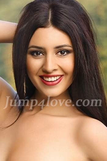 Ukrainian girl Karolina,30 years old with hazel eyes and dark brown hair. Karolina