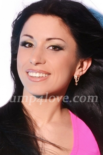 Ukrainian girl Diana,34 years old with brown eyes and dark brown hair. Diana