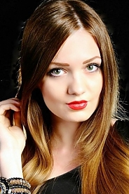 Ukrainian girl Maria,22 years old with green eyes and light brown hair.