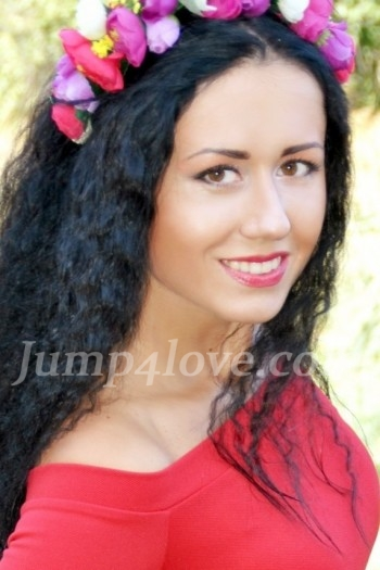 Ukrainian girl Irina,30 years old with brown eyes and black hair.