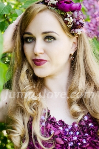 Ukrainian girl Lana ,32 years old with green eyes and blonde hair. Lana