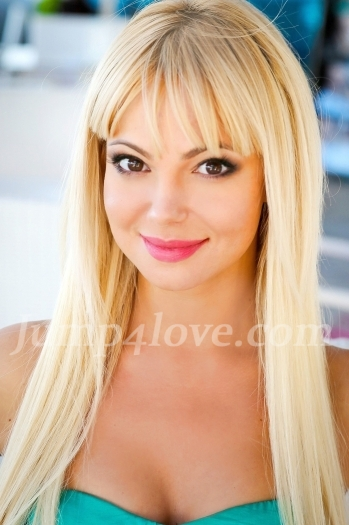Ukrainian girl Alla,30 years old with hazel eyes and blonde hair. Alla